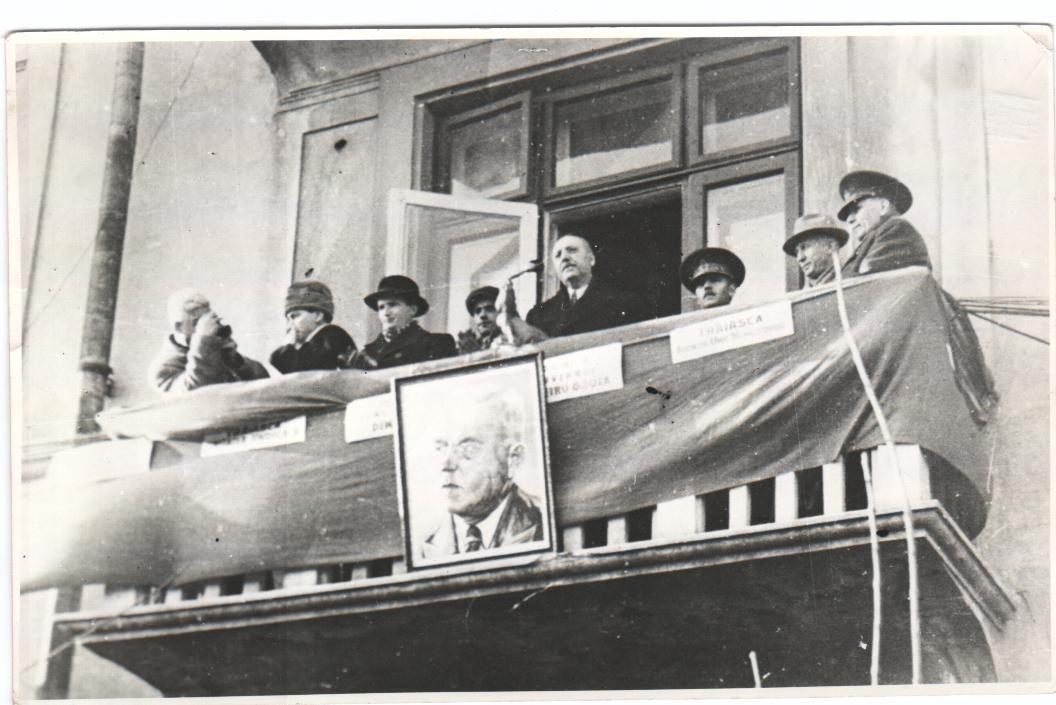 Nicolae Ceausescu la un miting în Constanța - 1946
